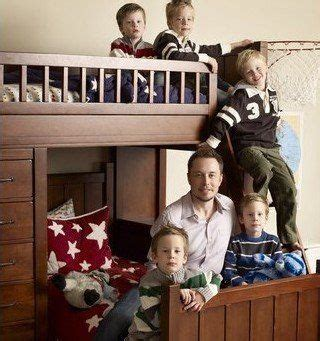 How much time does Elon Musk spend with his 6 kids in a